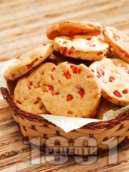 Солени бисквити с червени чушки - снимка на рецептата